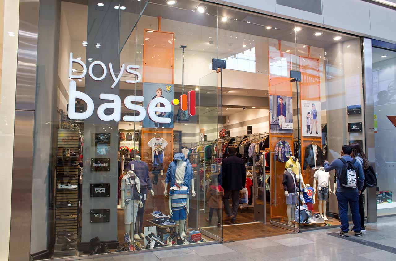 base-clothing-multichannel-store